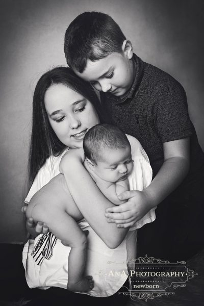 Siblings and Newborn Baby Photos